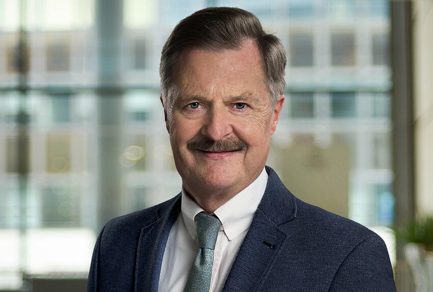Dr Alexander Loos